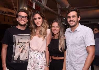 Diegto Braga, Carina Magnavita, Rodrigo Viana Maia e Roberta Marque no Soho em fotos de Valterio Pacheco
