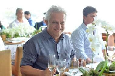Edinho Engel chef de cozinha do seu restaurante Amado