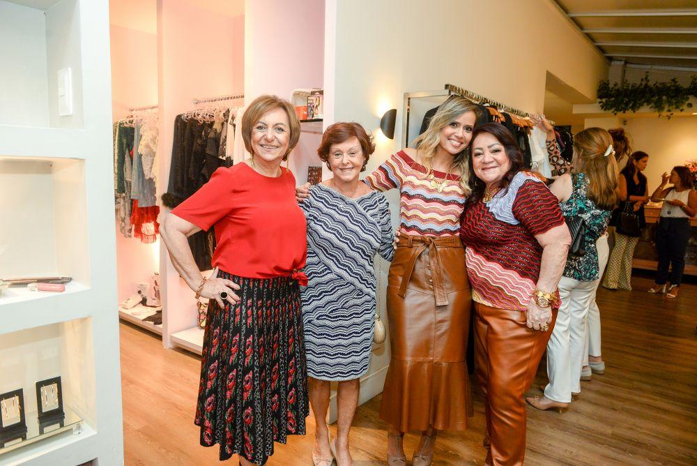 Regina Weckerle, Luzia Botta e Carrlos Rodeiro receberam na Paradoxus em homenagem às mães e mostras de modas e joias