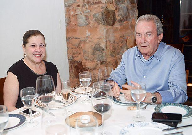 Veja celebridades jantando no dia 01 de setembro no Restaurante Amado. Click pra ver os famosos...