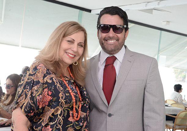 Rita Magalhães comemorou seu aniversário no Iacht Clube em hora de almoço cercada de amiga e do filho Paulinho