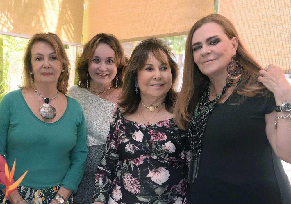 Marita Figueredo comemora aniversário em hora de almoço no restaurante Alfred Di Roma. Veja as fotos...