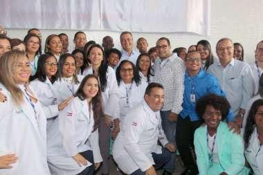 Rui Costa com os Funcionários da Policlínica Regional de Valentça