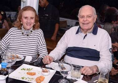 Solange e Luiz Viana Neto jantando no Soho em fotos de Valterio