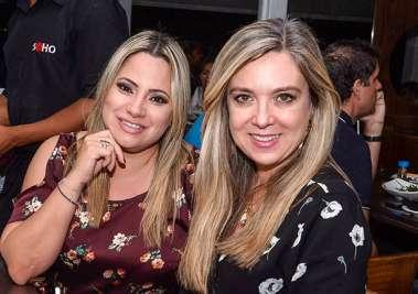 Andreia Miranda e Fernanda Possa jantando no Soho de Salvador em fotos de Valterio
