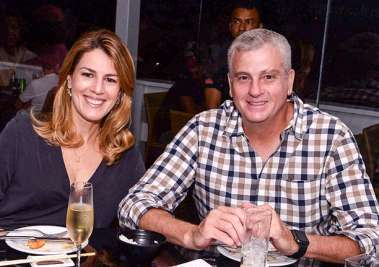 Cris e Luiz Henrique Viana jantando no Soho em fotos de Valterio