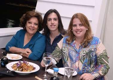 Janete Freitas com o neto Flavio Hoth o aniversariante e a mãe dele Fernanda Freitas no Soho