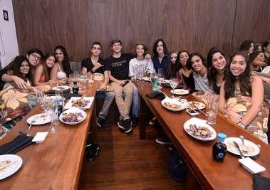 Flavio Freitas Hoth por ocasião do seu aniversário, jantou no Soho com colegas