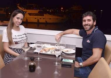 Andrea Stadler de Curitiba jantando no Soho de Salvador com o soteropolitando Luiz Caetano Muniz Barreto em fotos de Valterio Pacheco