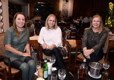 Márcia Amoedo, Lucinha da Costa Andrade e Marleuse Amoedo no restaurante Amado