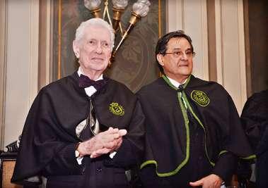 Dr. Almério Machado ex-presidente da AMB e Dr. Antonio Caros Vieira Lopes o novo presidente da referida Academia de Medicina da Bahia