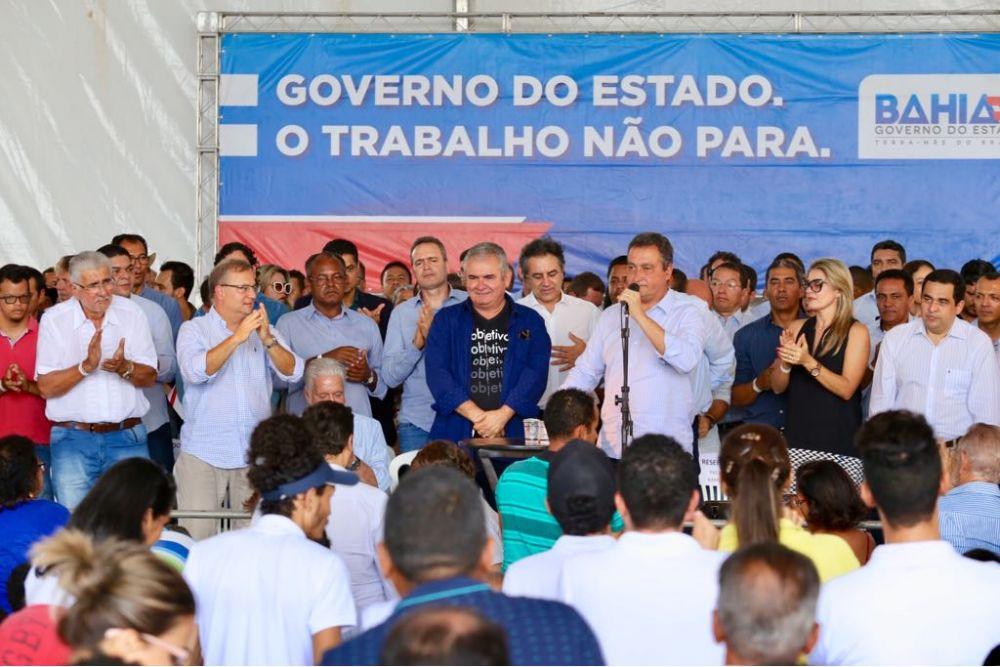 Angelo Coronel destaca união de políticos diversos   em torno de Rui Costa no palanque de Barreiras