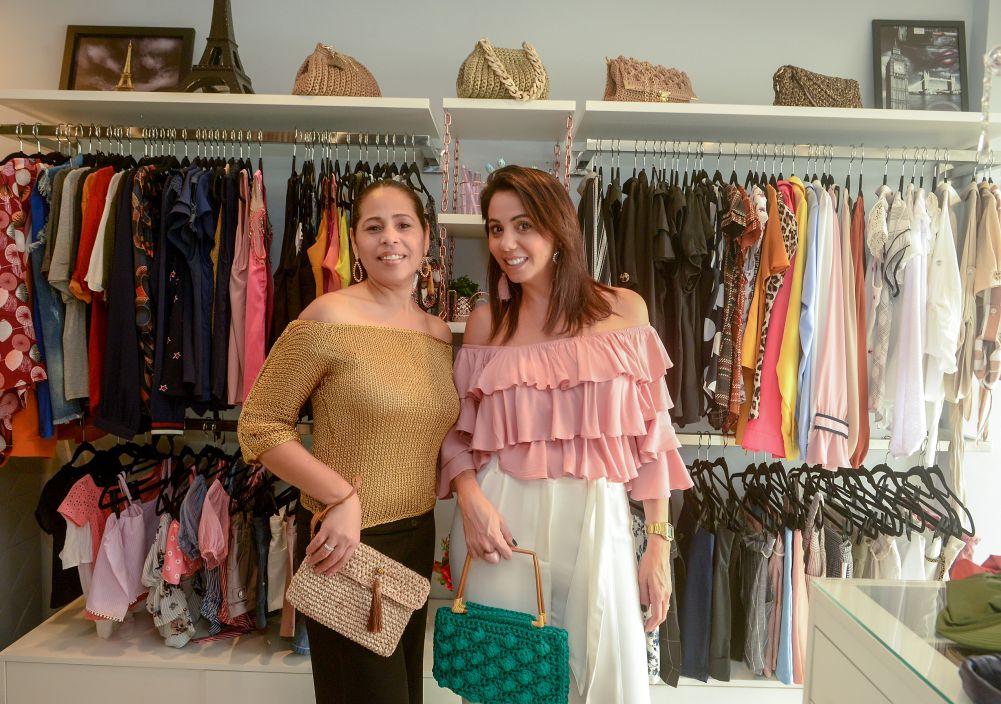 Luciene Guirre e Fabiana Henrique na sua loja FH Moda Feminina e Consultoria de Imagem. Ver mais...