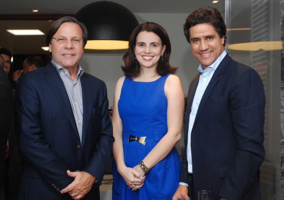 Gustavo Brito, Ana Arras e Gustavo Queiroz em momento do lançamento do Ed. Mansão Bahiano de Tênis