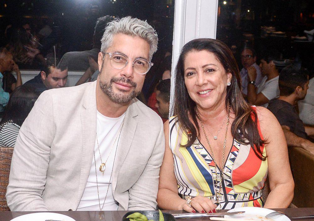 Famosos jantaram no Soho e Amado dia 7, depois que saíram da inauguração do Hotel Frasano. Ver as fotos...