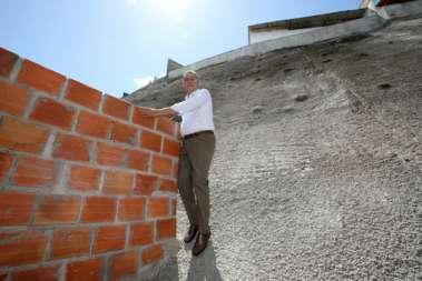 Governador Rui Costa ficalizando a qualidade das obras de contenções