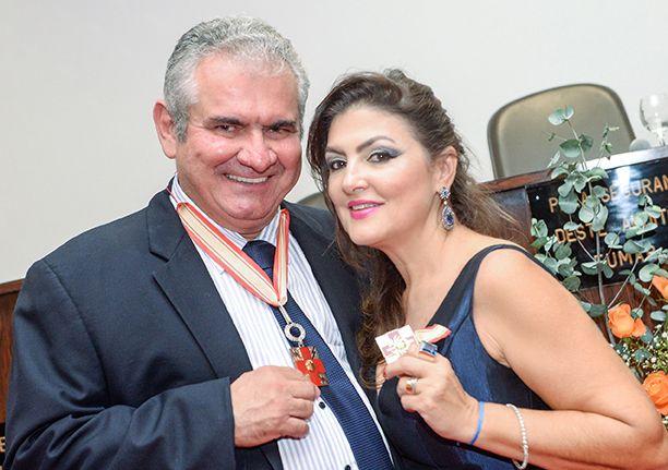 O deputado Ângelo Coronel e sua esposa Eleuza foram medalhados em solenidade realizada pela Liga Bahiana Contra o Câncer. Click