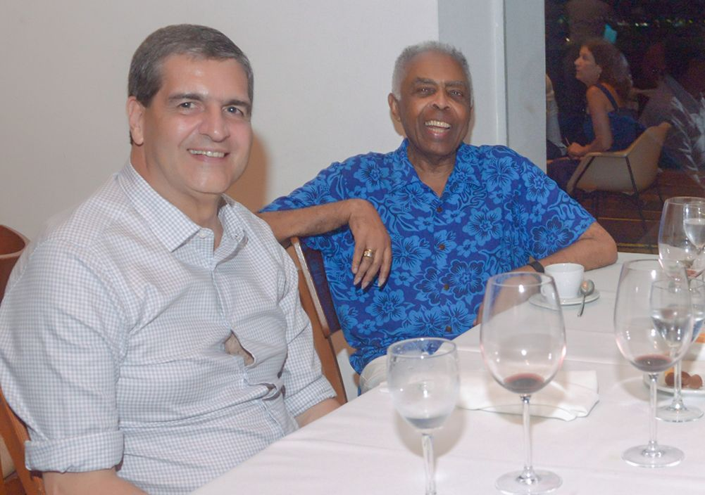 Flora e Gilberto Gil. Cristina e Carlos Calumby e muitos outras celebridades jantando dia 09/03 no Amado, Soho. Ver mais...