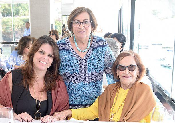 Tânia Isensee Costa comemorou aniversário no restaurante Veleiro do Yachta Clube da Bahia. Click pra ver mais