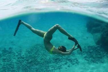 Sasha Meneghel mergulando em na águas de Fernando Noronha em Pernambuco