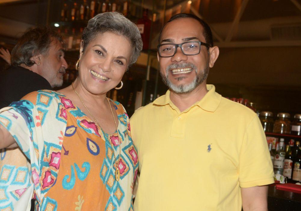 Veja quem jantou sábado (18) no Soho da Bahia Mariana além da chamosa Kátia Guzo e Bartô