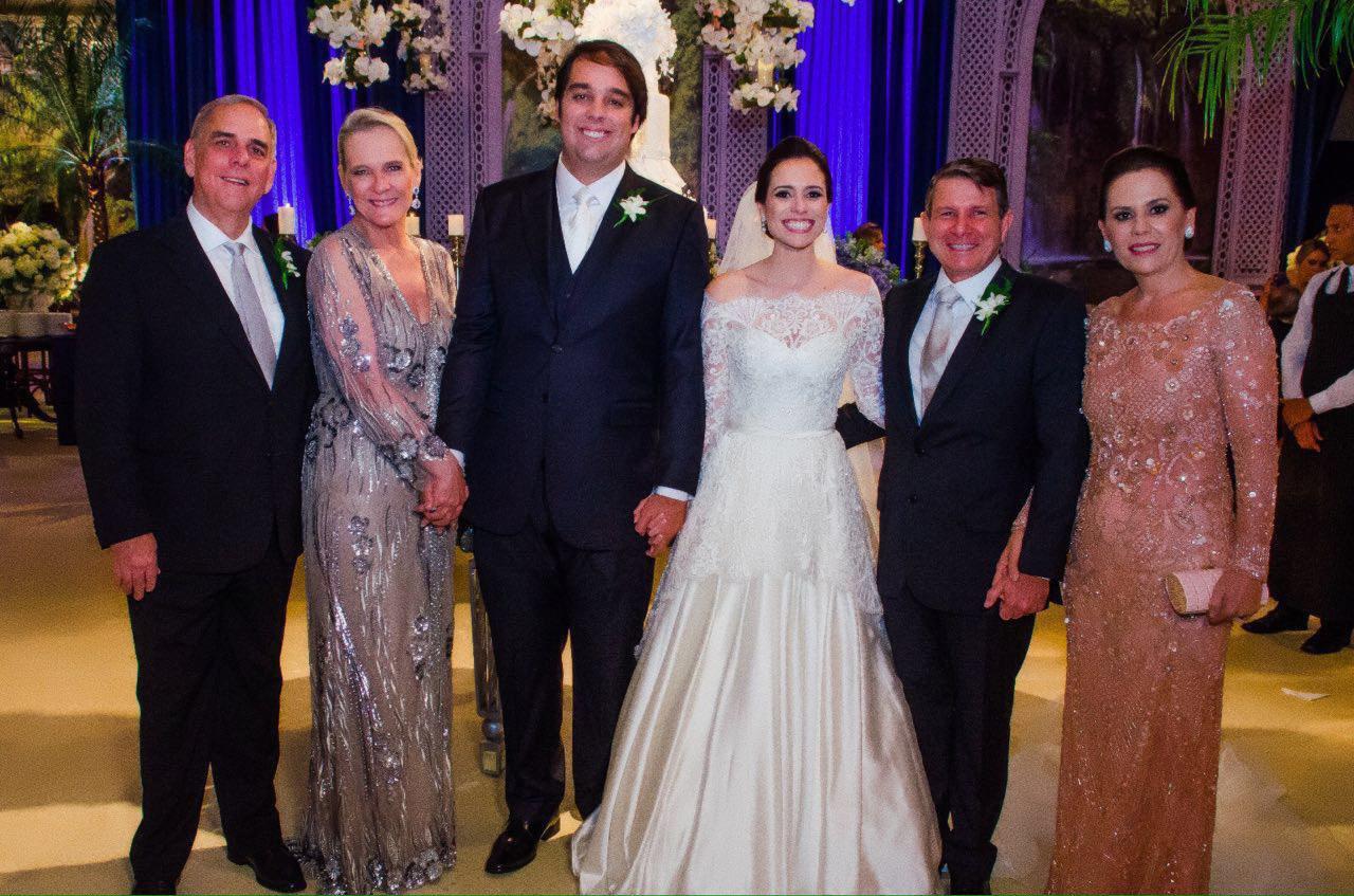 Casamento de Rafaela Ayres e Jorge Gordilho Filho reuniu turma das boas no Cunha Guedes