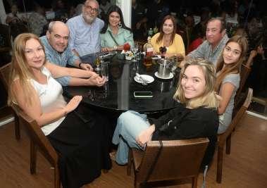 Veja alguns dos muitos que jantaram no sábado 23/11, nos restaurantes Soho e Amado
