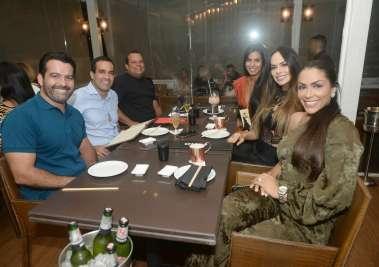 Celebridades jantando na véspera do dia Internacional da Mulher no Amado, Soho e Mar