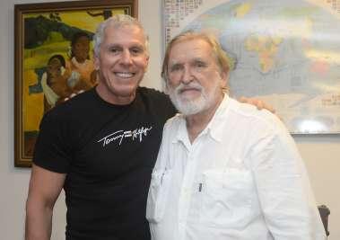 O famoso velejador Aleixo Belov lançou seu livro Muito Além da Linha do Horizonte no Yacht Clube da Bahia