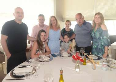 Mary e José Nilton Carvalho almoçaram  neste domingo 17 no Mistura com amigos