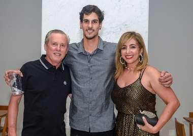 Luiz Mendonça recebeu no Salão de Festa do Mansão Wildberger a família Fernandez para comemorar o aniversário de Luiz Bernardo Fernandez