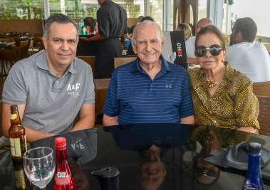 Veja celebridades almoçando e jantando nos Rest. Amado, Dass, e Soho no dia dos pais 12 de agosto de 2019