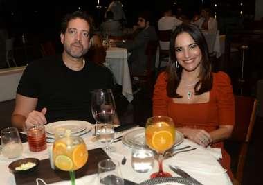Celebridades jantando no fim de semana 04/10, nos restaurantesf Amado, Soho, Lafayette e Chez Bernard em fotos de Valterio