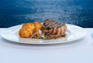 Celebridades jantando no melhor restaurante franceês de Salvador o Chez Bernard